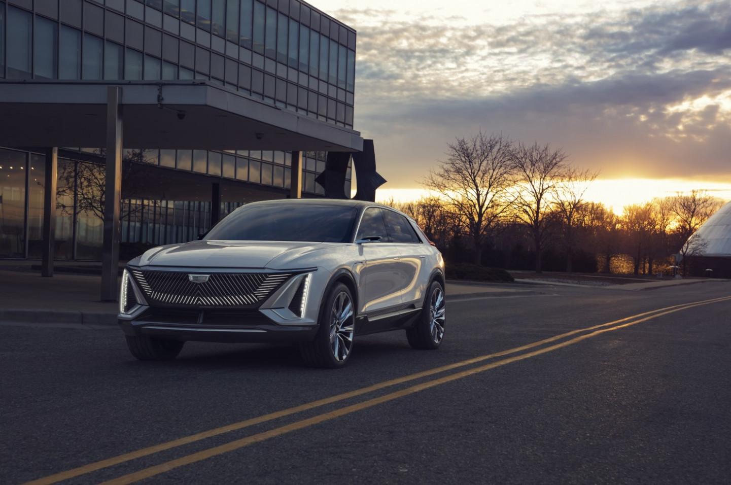 Model Cadillac Midsize Suv 2022