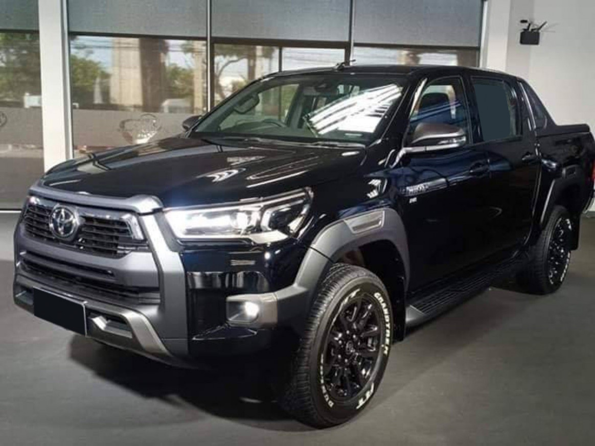Speed Test 2022 Toyota Hilux Spy Shots