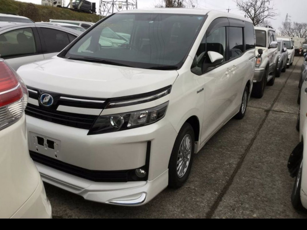 Price and Review Toyota Voxy 2022