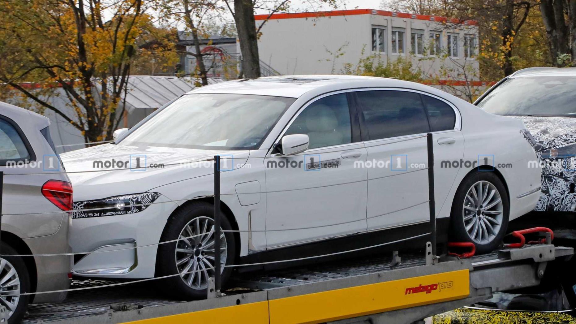 Wallpaper 2022 BMW 750Li