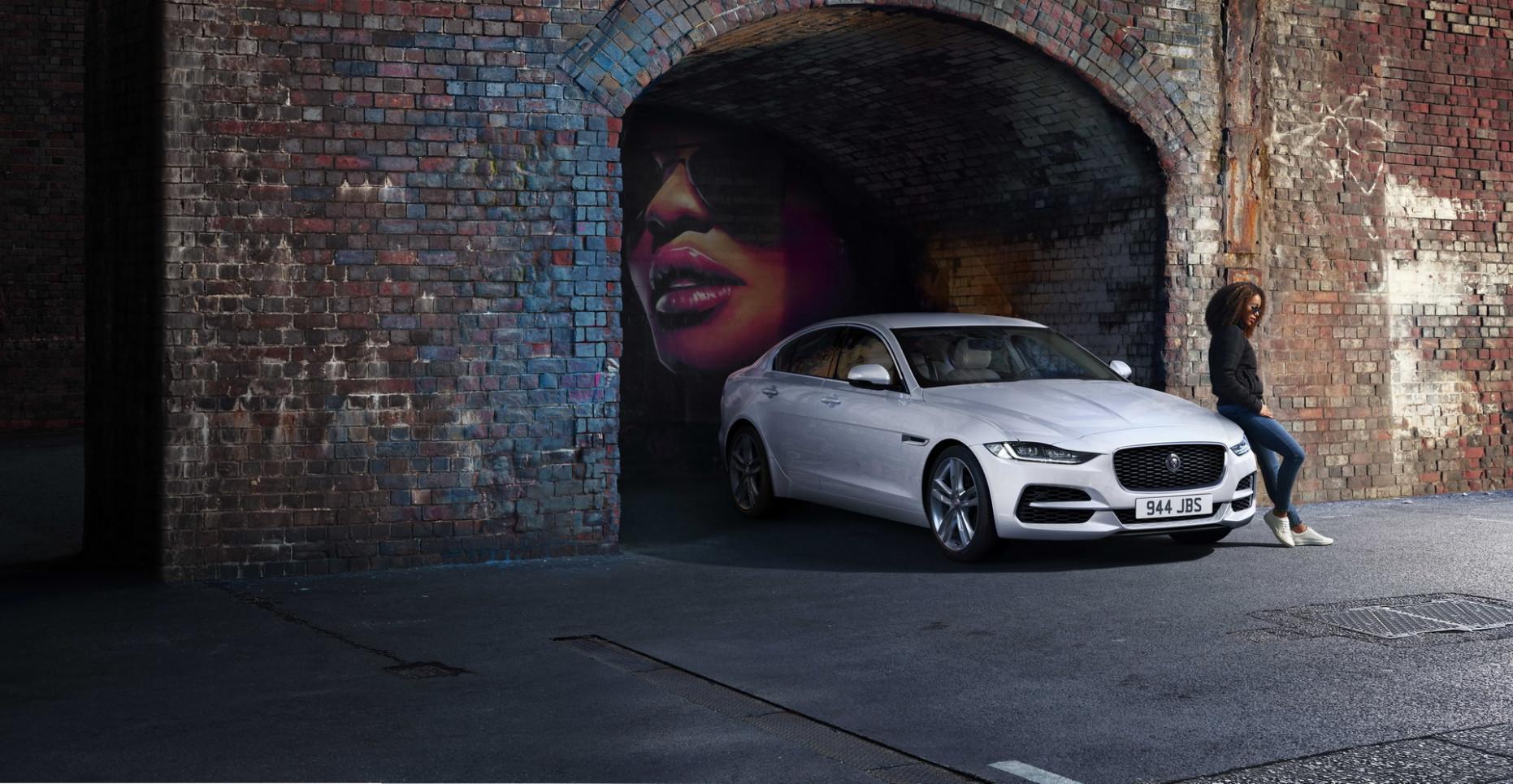 Images 2022 Jaguar Xe Sedan