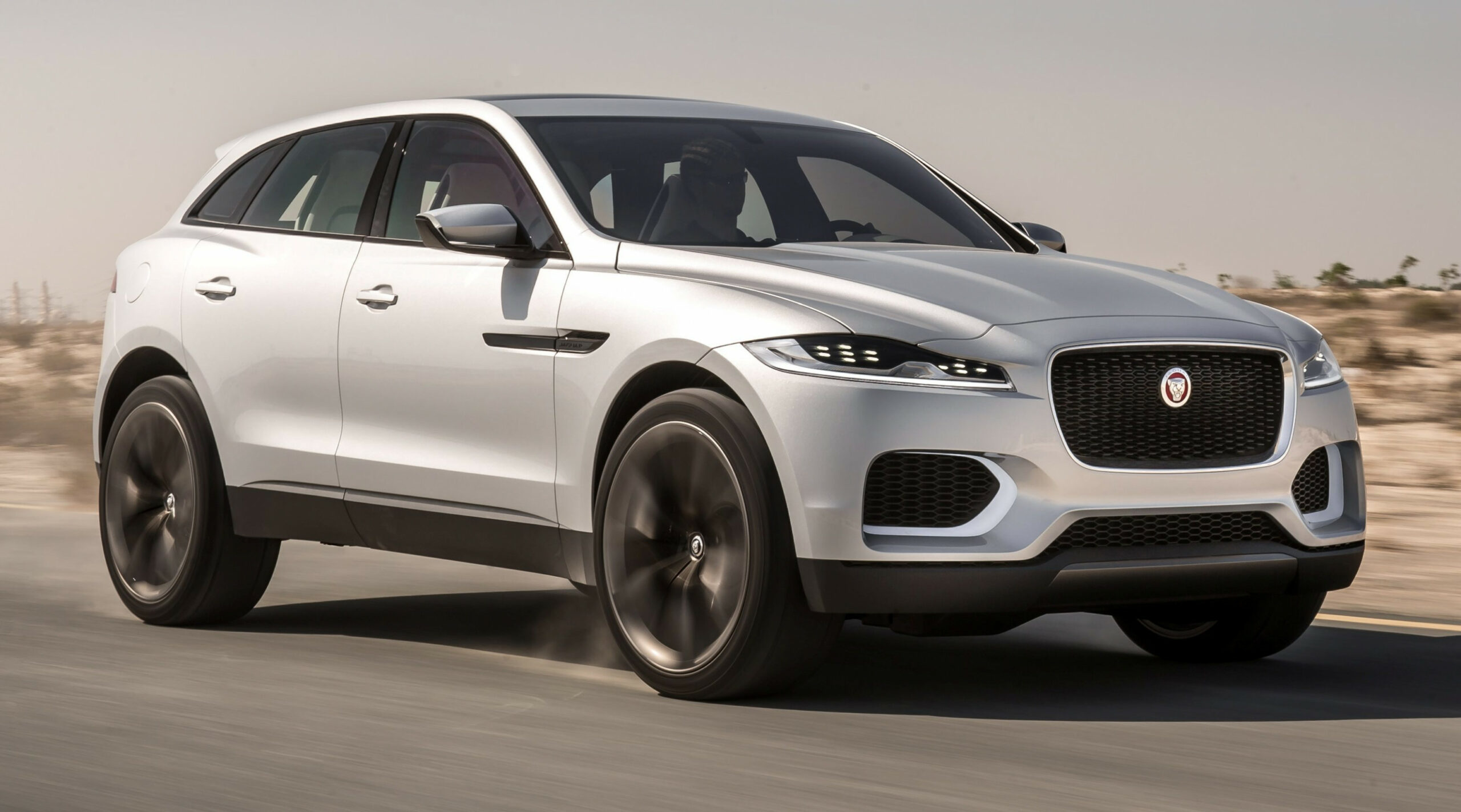 Photos 2022 Jaguar Xq Crossover