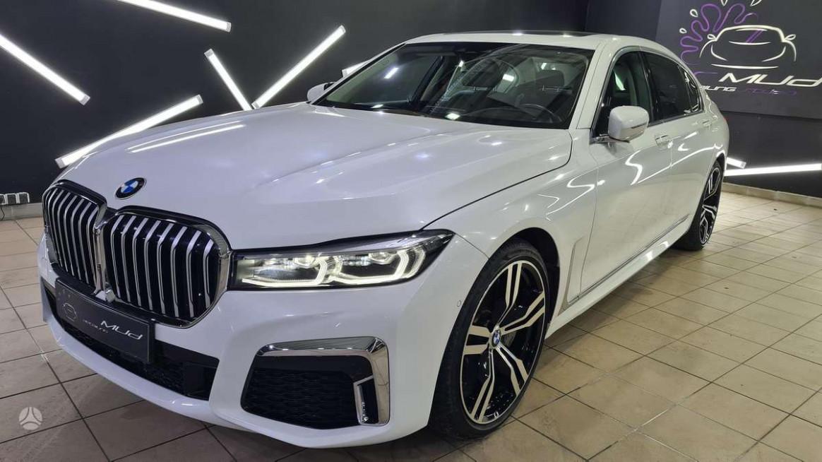 Interior 2022 BMW 750Li Xdrive
