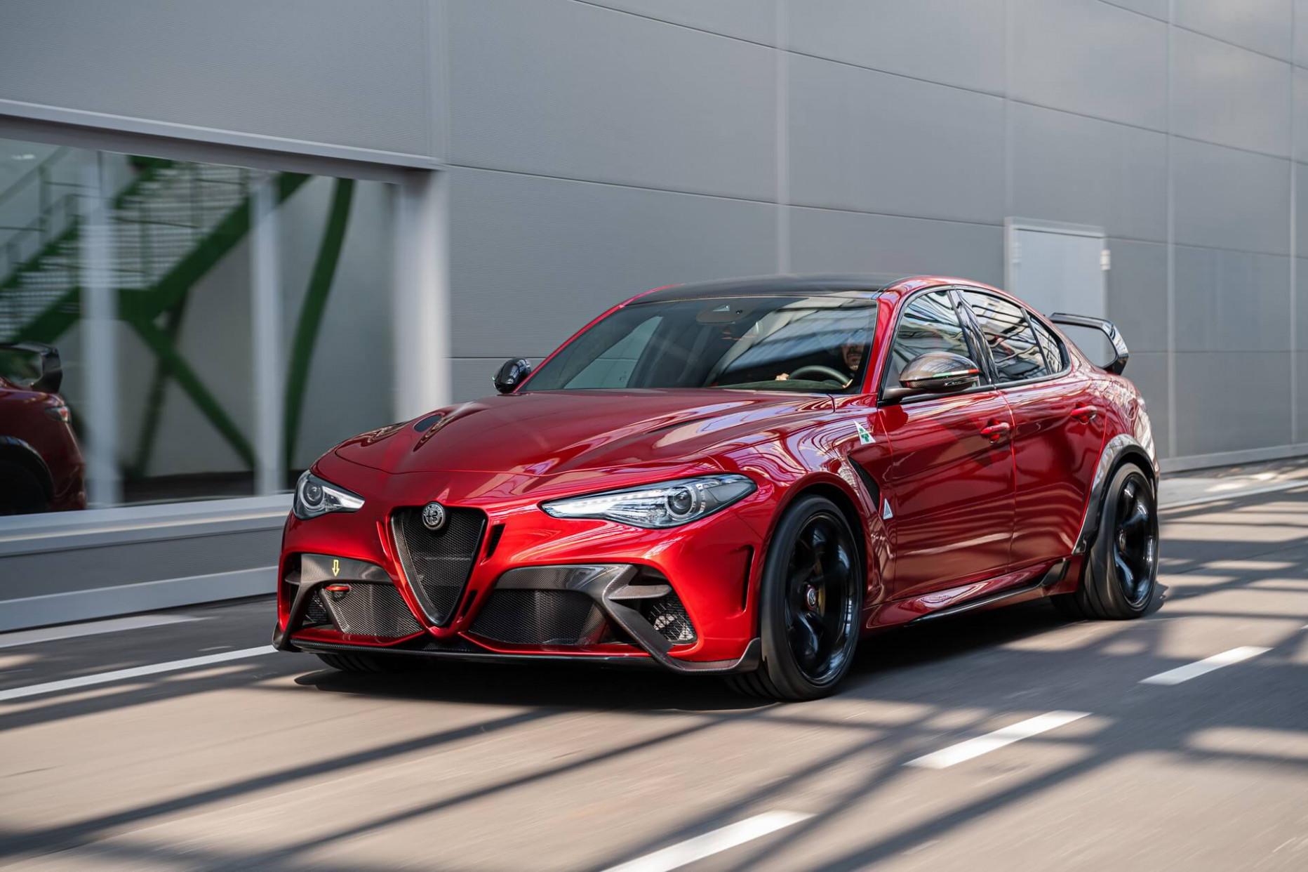 Exterior and Interior 2022 Alfa Romeo Giulia