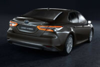 review 2022 toyota camry se hybrid
