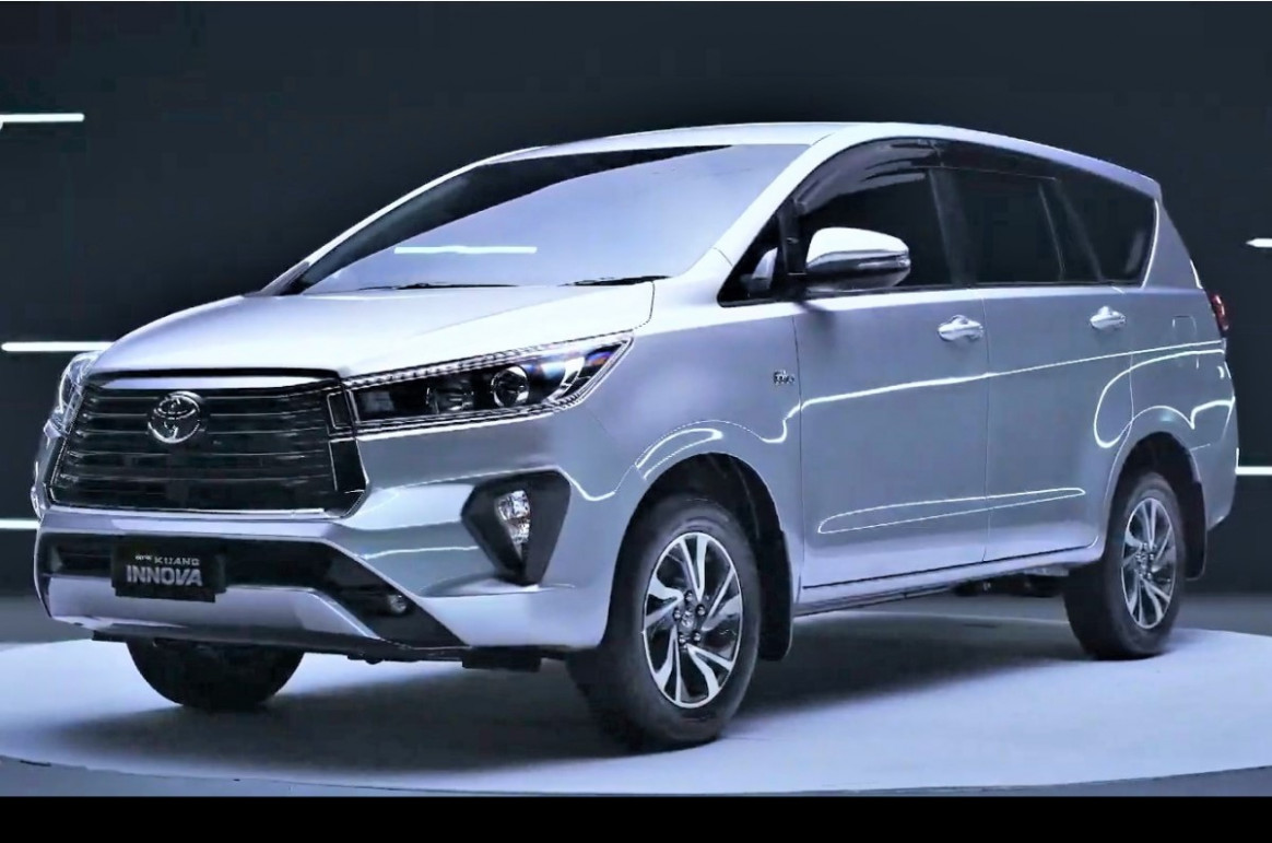 Picture Toyota Innova Crysta Facelift 2022