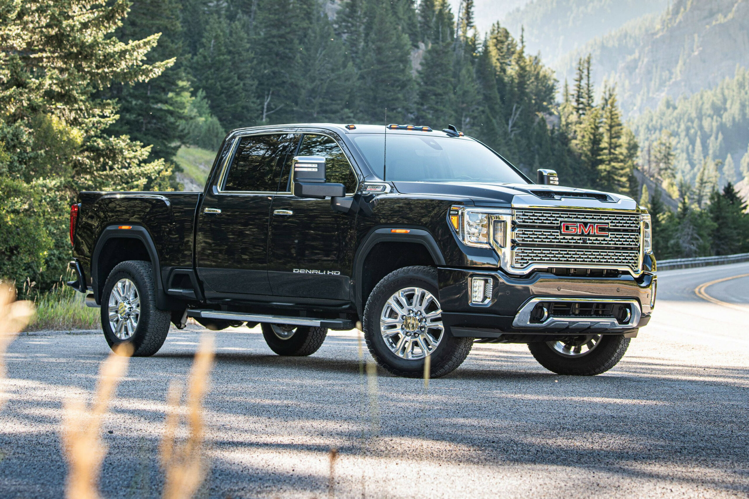 Specs and Review 2022 GMC Denali 3500Hd