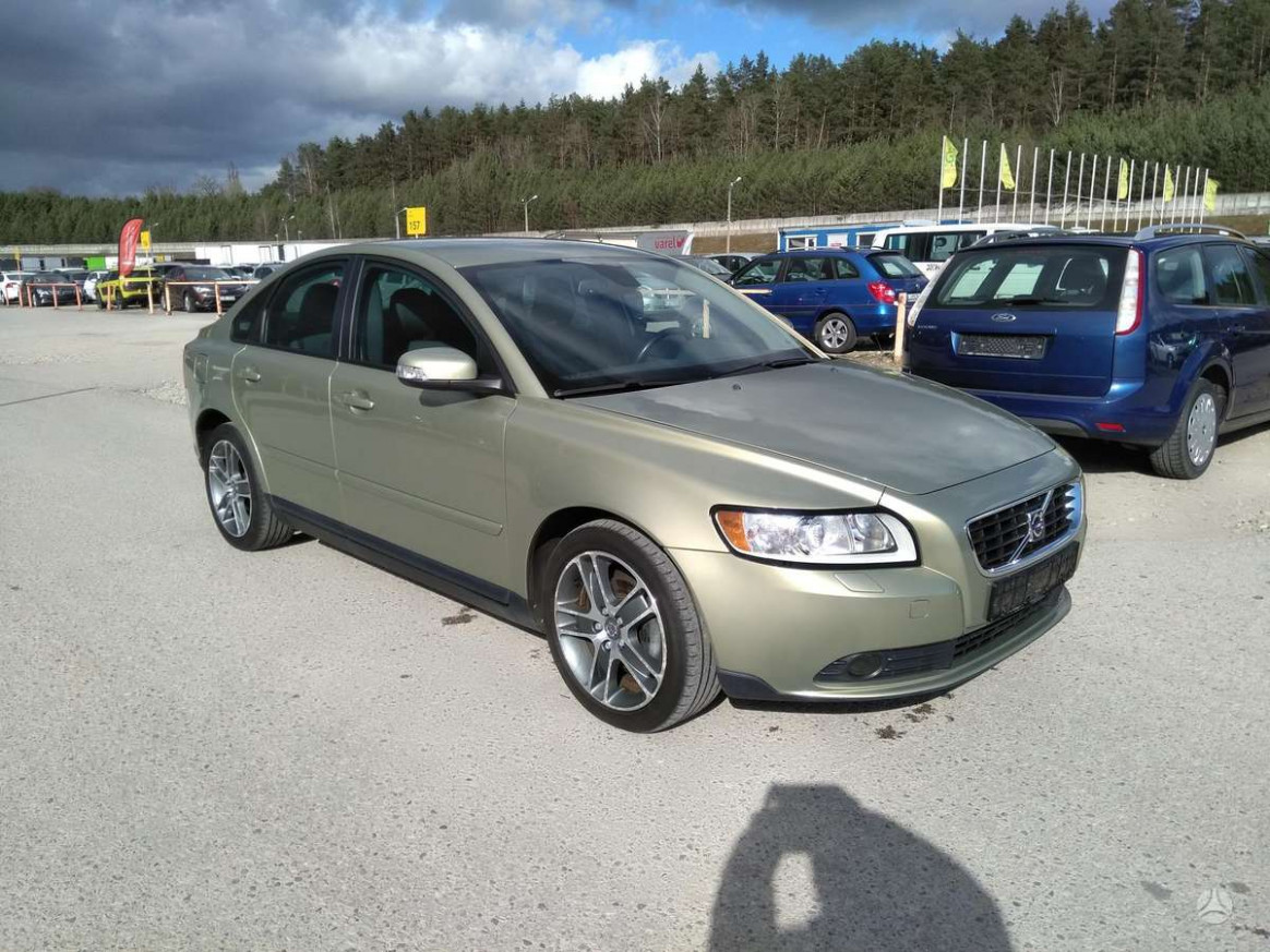 Research New 2022 Volvo S40