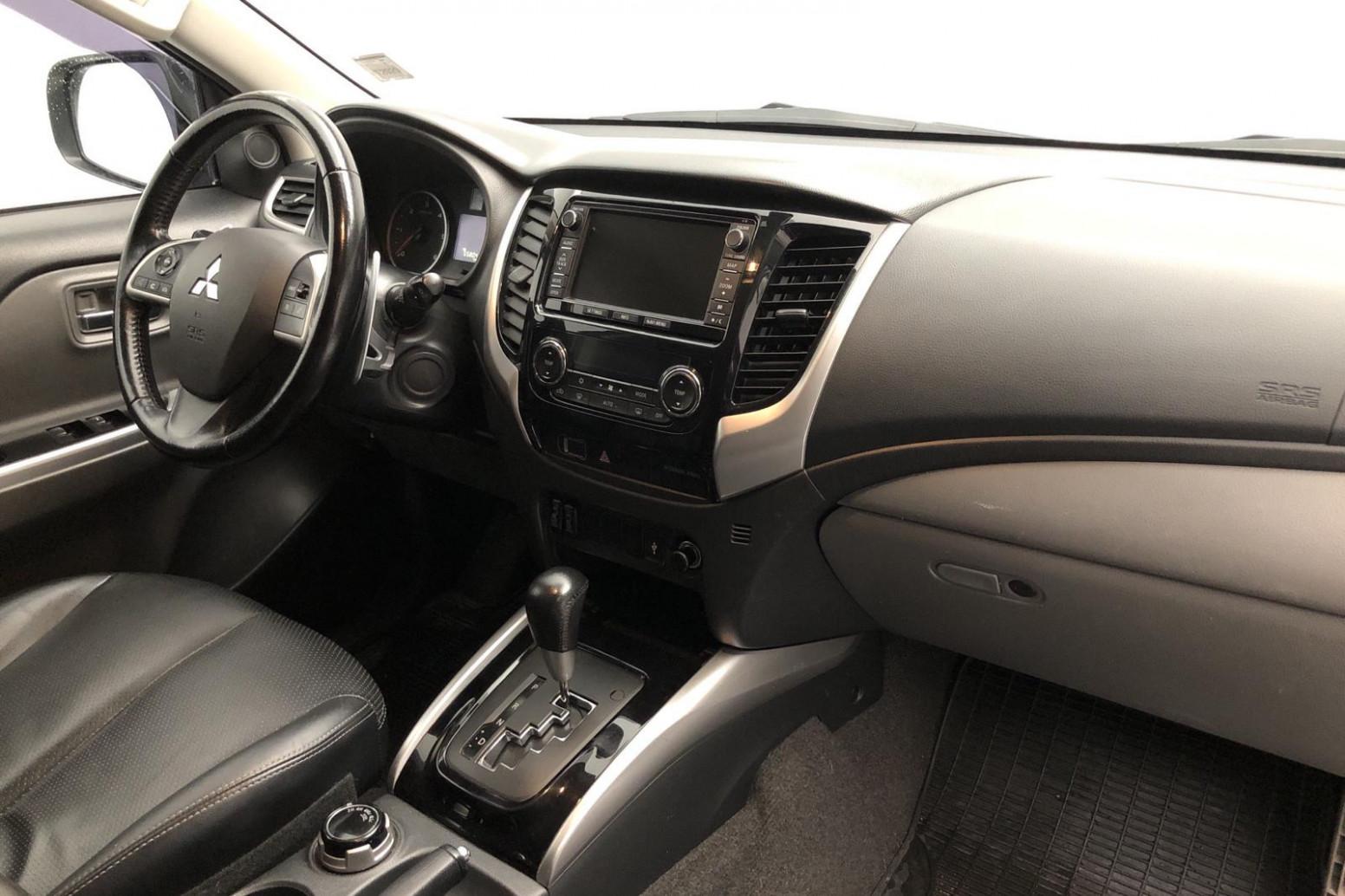 Style L200 Mitsubishi 2022 Interior