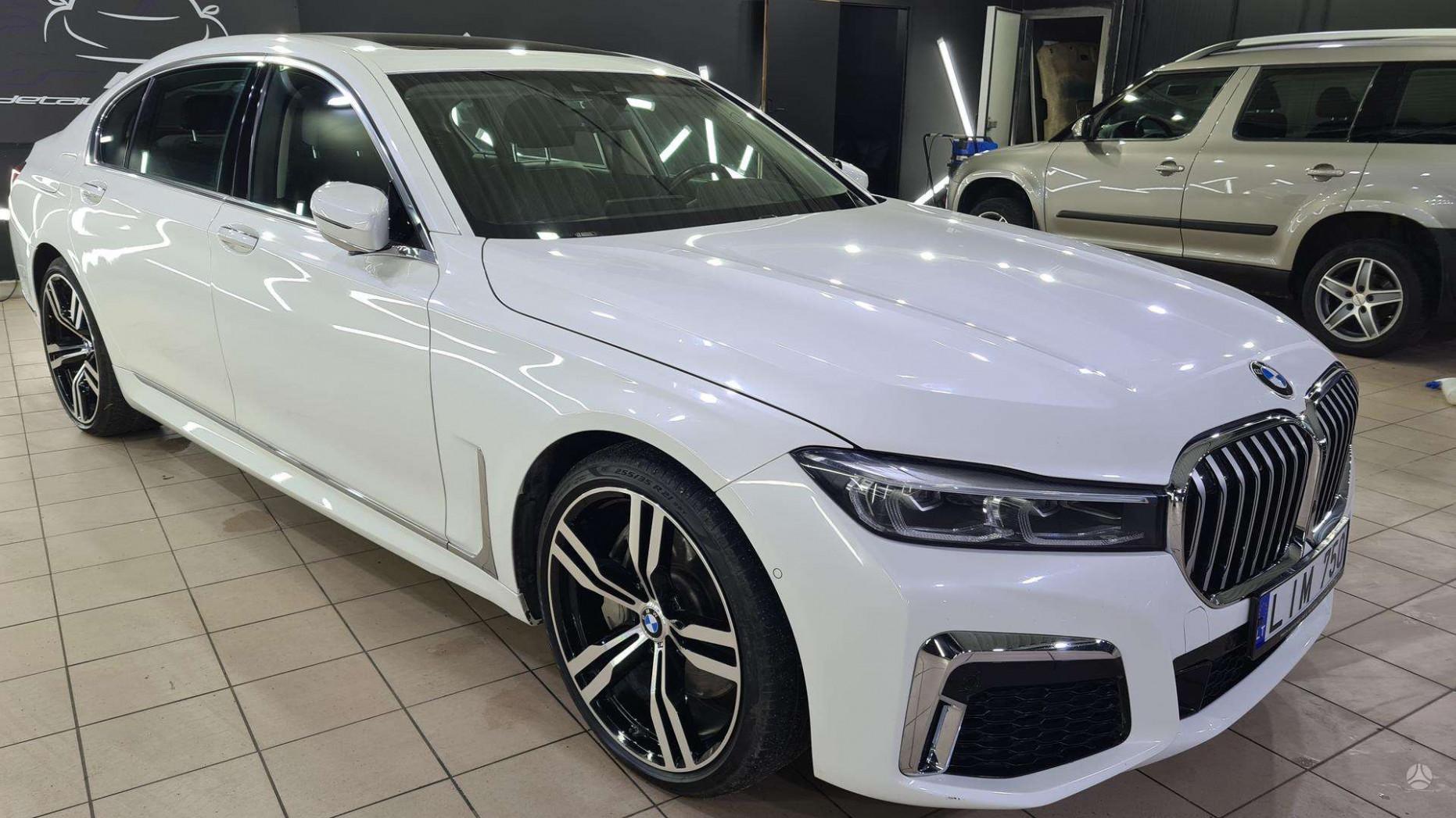 Spesification 2022 BMW 750Li Xdrive