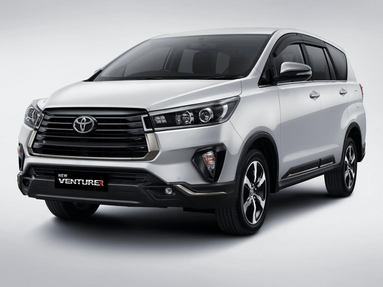 Concept Toyota Innova Crysta Facelift 2022