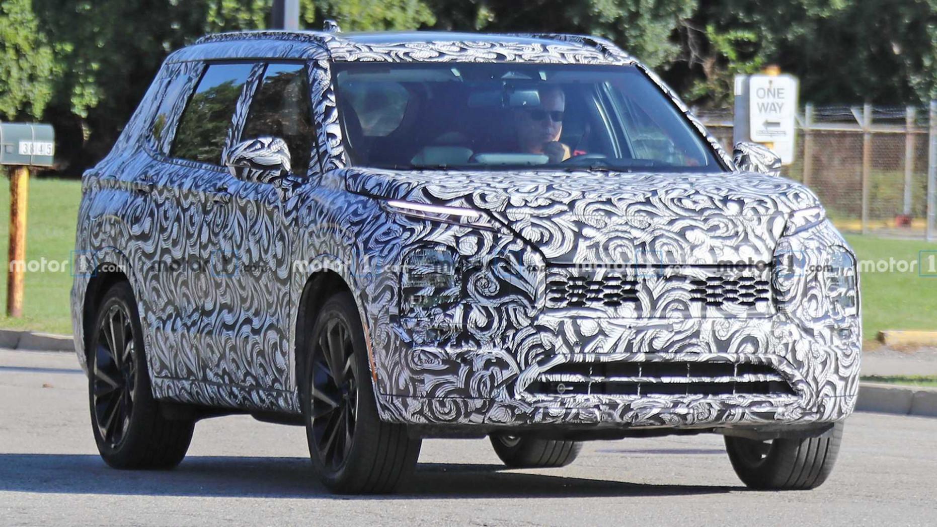 Style Toyota Outlander 2022