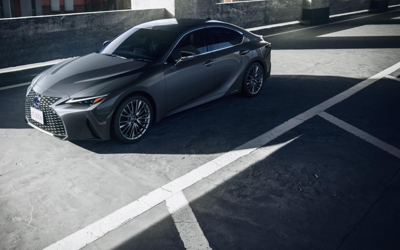 Pictures Lexus Is300H 2022