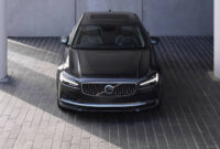 price volvo model year 2022